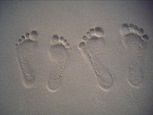 white-sand-footprints