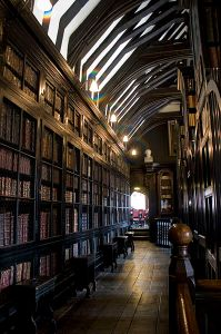 398px-Chethams_library_interior