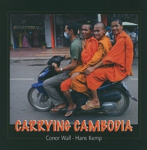 Carrying-Cambodia-Kemp-Hans-9789628563784